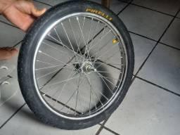 Vende-se 1 pneu novo