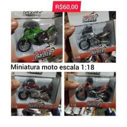 Miniatura de moto feito em metal
