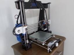 Impressora 3D Pouco usada funcionando perfeitamente