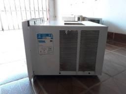Ar-condicionado de janela (usado)