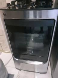Geladeira, lavadora, micro-ondas, fogão