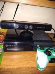 Vendo Xbox 360 bloqueado com Cabo e 1 manete 2 jogos original