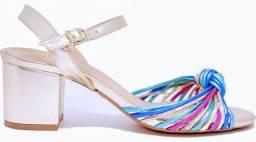 Sandália metalizada salto bloco 6 cm