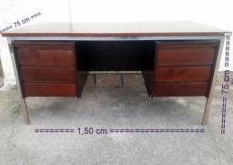 Escrivaninha com Cadeira e Chave