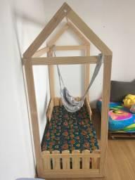 Mini cama Montessoriana completa com colchão e roupa de cama
