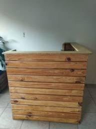 Balcão caixa de pinus e paletes para lojas