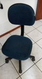 Cadeira de escitório com rodinhas