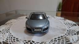 Audi R8 Spyder miniatura escala 1/24