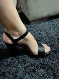 Sandália preta bebecê tamanho 38
