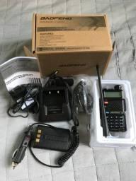 Rádio comunicar Baofeng Uv-5r + eliminador de bateria