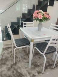 Mesa com 4 cadeiras novas (Aceitamos cartão)