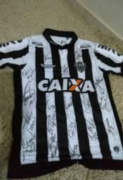 Camiseta do atlético Mineiro oficial e com autógrafos
