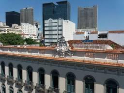 Apartamento renovado sala 2 quartos Praça Tiradentes 75 m2 condomínio barato