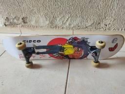 Skate praticamente novo com shape zerado