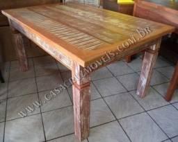 mesa em madeira de demolição sem cadeiras