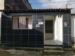 Aluga-se casa no village ll, 500 reais,  incluso água