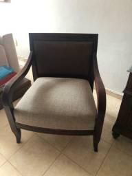2 Cadeiras em madeira de lei