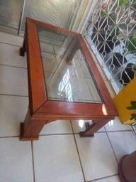 Mesa de centro em madeira e com vidro