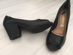 Sapatos novos ou com pouco uso