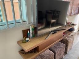 Rack com painel para TV de até 65 polegadas