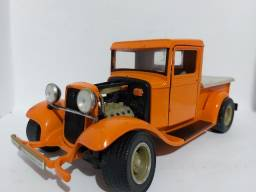 Miniatura Ford Pick-up 1934 esacala 1/18. Road Legends.<br>R$250