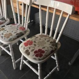 Cadeiras lindas 150 cada !