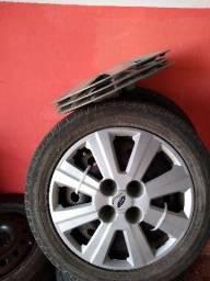 Rodas de ferro 15 da Ford com carlortas