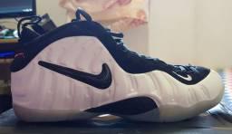 Tênis Nike Foamposite Pro branco
