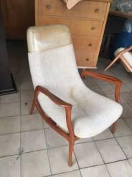 Cadeira madeira nobre confortável