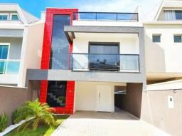 Lindo sobrado de alto padrão à venda, com 3 quartos e excelente localização no bairro CIC,