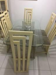 Mesa de vidro com base de mármore