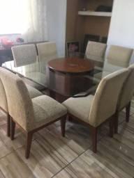 Mesa com 8 cadeiras e tampo de vidro