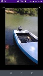 Barco com motor e carretinha
