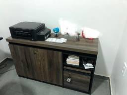 Mesa e armário para escritório
