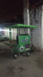 Vendedor de açaí no carrinho
