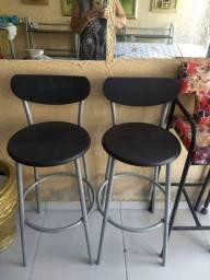 Vende-se diversos, estantes e conjunto de mesas altas