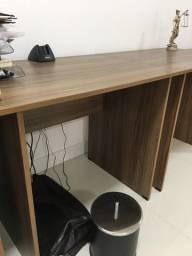 Vendo mesas de escritório e armários