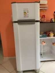 Vende-se geladeira, fogão, guarda-roupa, cama, móvel de cozinha, painel para TV