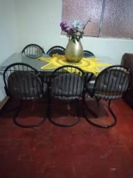 Mesa de vidro  com 6 cadeiras 450