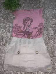 Conjunto de blusa e short saia