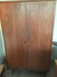 Guarda roupa antigo madeira boa