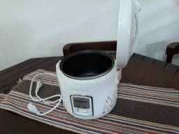Panela elétrica de arroz Mondial 110 volts 4  xícaras.