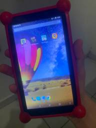 Vendo tablet Multilaser pega chip e WhatsApp semi novo com carregador