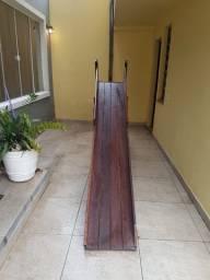 Escorregador de madeira infantil feito a mao