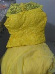 Vende-se conjunto saia e blusa, saia longa, usada uma vez , tamanho M