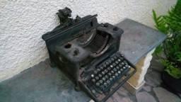 Maquina de escrever antiga (versão de colecionador) - Modelo 3