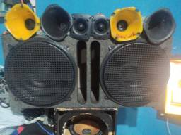 Caixa de som com 2 alto falante de 15  6 drives
