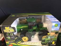 Trator Grande John Deere com controle remoto Item Colecionador