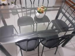 Mesa de vidro com 6 cadeiras em ótimo estado