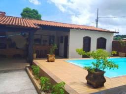 Casa 4 Qts 1 Suíte no centro de Bacaxá, c/ piscina e churrasqueira